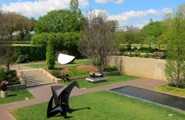 https://commons.wikimedia.org/wiki/File:Hirshhorn_Museum_Sculpture_Garden.JPG